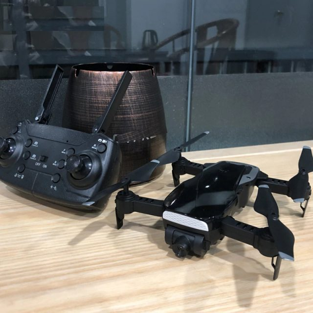 WiFi FPV Foldable Drone with 2MP HD Camera and 15 Minutes Flight Time